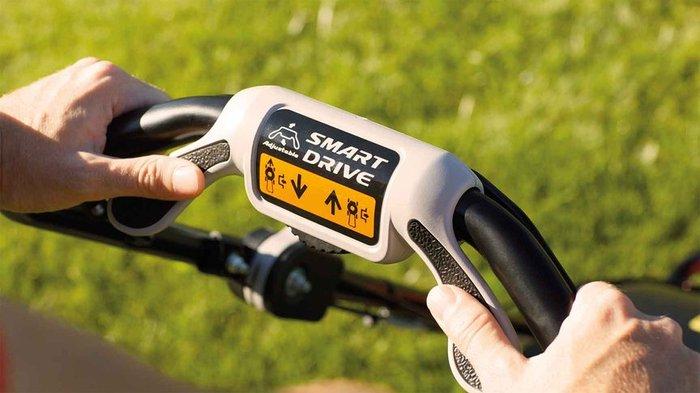 Einfach zu fahren  Die HRG-Reihe ist mit einfachem oder variablem Antrieb verfügbar. SMART Drive® ist die neueste Radantriebstechnologie mit einer Schaltwippe, die es Ihnen erlaubt, den Antrieb nur mit den Fingerspitzen zu steuern.