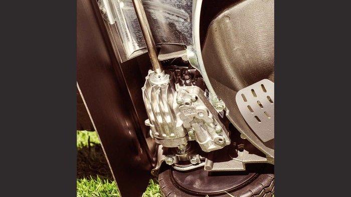 Robuste Antriebswelle aus Gusseisen  Durch eine robuste Zylinderlaufbuchse und Kurbelwelle aus Stahl, die auf speziell angepassten Lagern laufen, ist eine lange Lebensdauer des HRH-Rasenmähers garantiert.