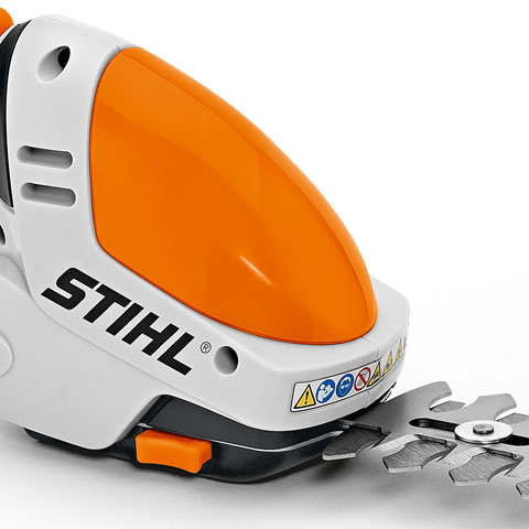 Schnellwechseltaste  Die Messer können schnell und werkzeuglos getauscht werden.