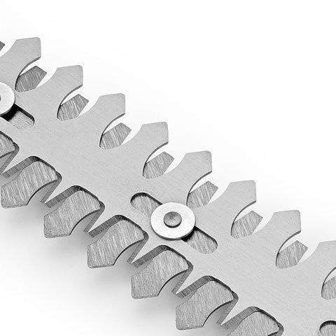 Doppelhubmesser  Die lasergehärteten und diamantgeschliffenen Messer schneiden Äste bis zu einem Durchmesser von 8 mm mit 2000 Doppelhüben pro Minute. Die HSA 25 ist dank der beiden übereinander liegenden Klingen besonders schnittstark und sehr präzise im Schnittbild. Das gegenläufige Messer sorgt für extrem geringe Vibrationen und hohe Laufruhe.