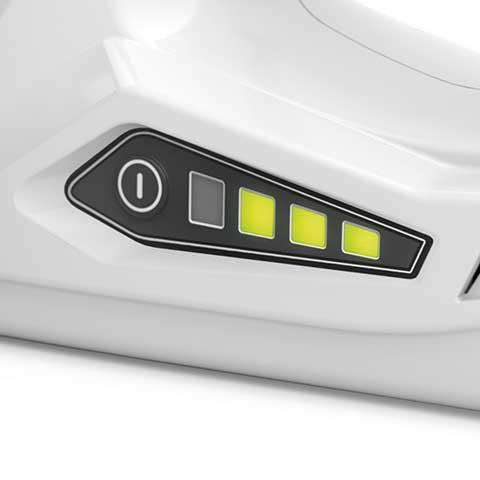 Ladezustandsanzeige  Die verbleibende Arbeits- bzw. Ladezeit kann jederzeit per Knopfdruck abgelesen werden. Vier LED leuchten oder blinken grün oder rot und zeigen den Ladezustand bzw. Störungen an.