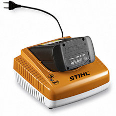 Ladegerät: Zwei serienmäßige Ladegeräte stehen zur Wahl: Das Standardladegerät AL 100 und das Schnellladegerät AL 300. AL 100 lädt den Akku AP 80 in ca. 70 Minuten. AL 300 in 25 Minuten.