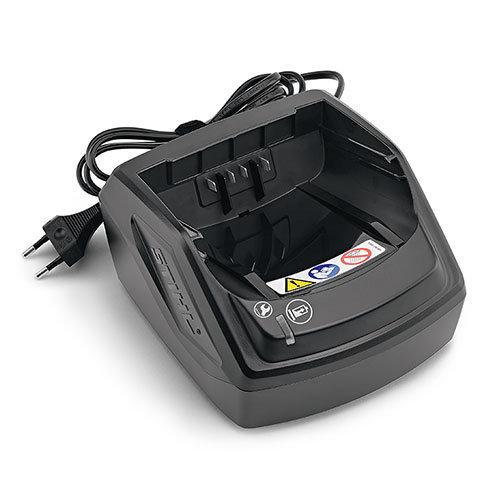 STIHL EC-Motor  Der wartungsfreie bürstenlose EC-Motor gewährleistet eine längere Laufzeit im Betrieb sowie eine erhöhte Lebensdauer des Gerätes. Steuerung des Motors über die neue STIHL EC-Elektronik, welche Belastungen z.B. durch dicke Zweige erkennt und die Motordrehzahl so nachregelt, dass die Hubzahl während des Schnitts stets konstant bleibt. Optimiertes Getriebe mit Überlastschutz für mehr Standfestigkeit.