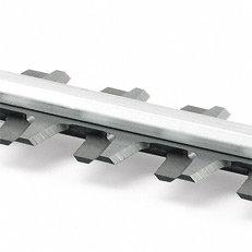 Doppelseitiges Schneidmesser: STIHL Heckenscheren mit doppelseitigem Schneidmesser schneiden sowohl bei senkrechten wie waagrechten Schnitten perfekt ab. Durch den Einsatz beider Messerseiten ermöglichen sie auch einen optimalen Schnitt in Ecken.
