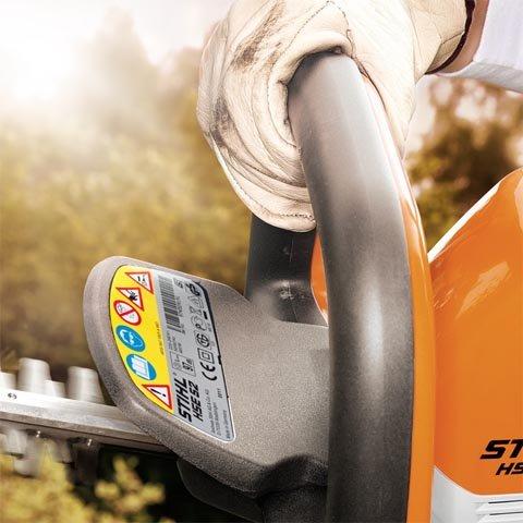 Der kleine Handschutz gewährleistet eine optimale Sicht auf die Schneidmesser und sorgt damit für mehr Überblick beim Arbeiten.