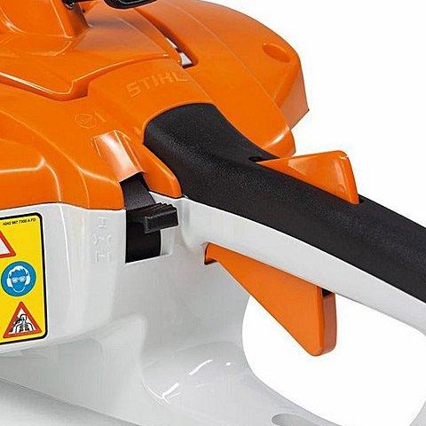 Antivibrationssystem  Gummipuffer bzw. Stahlfedern reduzieren die auf die Griffe übertragenen Schwingungen auf ein Minimum und ermöglichen dadurch kräfteschonendes Arbeiten. Abbildung zeigt STIHL HS 81. (Abb. ähnlich)