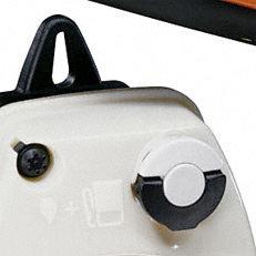 Werkzeugloser Tankverschluss: Patentierte Spezialverschlüsse für Kraftstoff- und Öltank. Die Tanks der damit ausgestatteten Motorgeräte lassen sich schnell, ohne Kraftaufwand und ohne Werkzeug öffnen und wieder verschliessen (Abb. ähnlich).