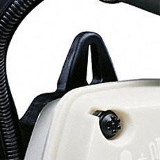 Aufhängeöse im Handgriff: Ins Gehäuse integrierte Einhängeöse für die Wandbefestigung. Dadurch lässt sich die Maschine platzsparend und sicher aufbewahren (Abb. ähnlich).