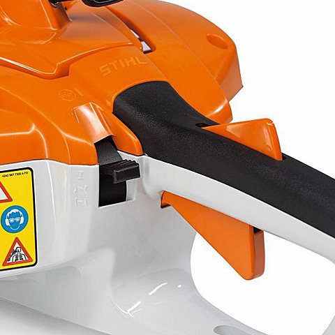 Aufhängeöse im Handgriff  Ins Gehäuse integrierte Einhängeöse für die Wandbefestigung. Dadurch lässt sich die Maschine platzsparend und sicher aufbewahren (Abb. ähnlich).