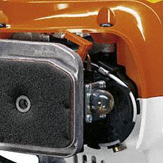 Manuelle Kraftstoffpumpe: Mit der manuellen Kraftstoffpumpe lässt sich auf Daumendruck Kraftstoff in den Vergaser fördern. Dadurch wird nach einer längeren Betriebspause der Maschine die Zahl der Anwerfzüge reduziert (Abb. ähnlich).