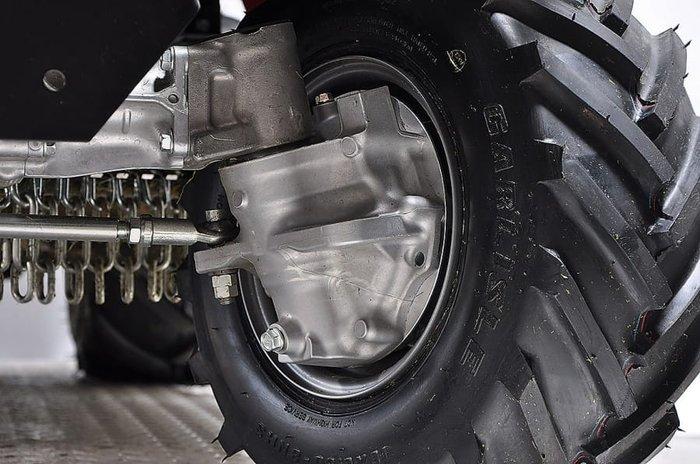 Allradantrieb und Räder mit Ackerstollen