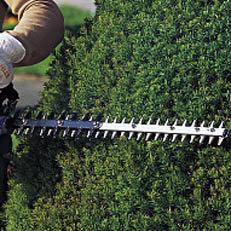 Ausgeklügelte Messergeometrie: Die Messergeometrie und speziell abgestimmte Getriebe für Trimmschnitt und Rückschnitt garantieren beste Schnittleistung.