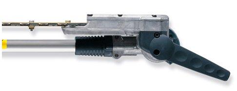 Schnellverstellsystem 135°: Der Messerbalken lässt sich stufenweise um bis zu 135° in zwei Richtungen einstellen und kann für den Transport parallel zum Schaft eingeklappt und arretiert werden (Transportstellung).