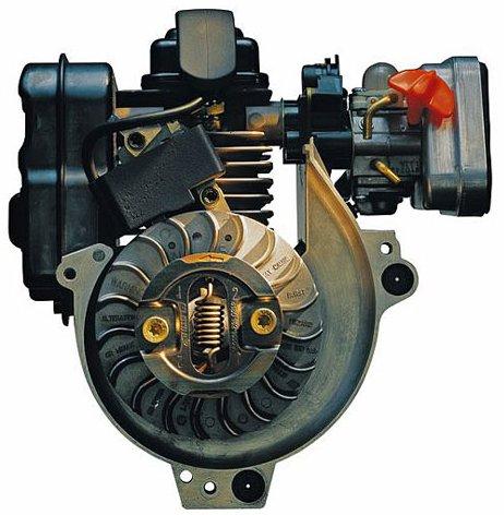 Der STIHL® 4-MIX-Motor kombiniert die Vorteile aus 2-Takt- und 4-Takt-Motor. Weniger Abgase, kein Ölservice nötig, angenehmes Klangbild. Exzellente Durchzugskraft und hohes Drehmoment.