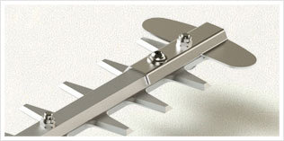 Robustes Schneidwerkzeug  Hergestellt aus leichten und robusten Materialien: Die Versteifung besteht aus Aluminium und die Klinge aus Stahl mit hohem Kohlenstoffanteil.