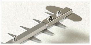 Robustes Schneidwerkzeug: Hergestellt aus leichten und robusten Materialien: Die Versteifung besteht aus Aluminium und die Klinge aus Stahl mit hohem Kohlenstoffanteil.