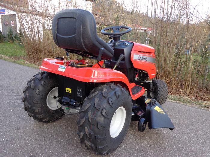 """Mit traktionsstarker Spezial-Geländebereifung ( nur 160,- € Aufpreis ) wird der Efco """"AGRASSIC-KING"""" zum tuffen, geländetauglichen All-Terrain-Traktor"""