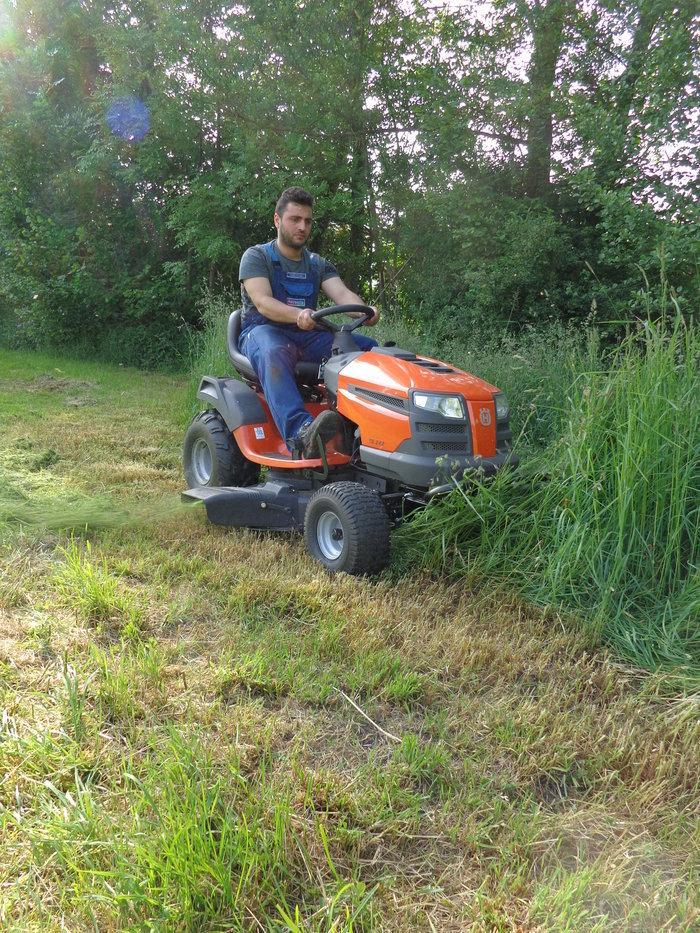 "Angebote                                          Gartentraktoren:                     Husqvarna - Husqvarna Hochgrasttraktor TS 38 ""Agrassic-Hochleistungs-Mulchsystem""  (Aktionsangebot!)"