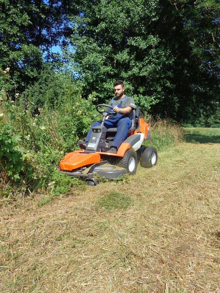 """Hohes Gras in unvergleichlicher Manier, mit höchster Effizinz und Qualität mulchen - Der """"AGRASSIC - RIDER"""" vollbringt es wie kein anderer ****"""
