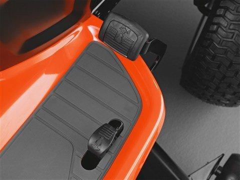 CVT-Getriebe  Dank der pedalgesteuerten Geschwindigkeits- und Richtungskontrolle bleiben beide Hände am Lenkrad – die optimale Fahrkontrolle ist garantiert.