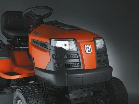 Scheinwerfer Sorgt dafür, dass der Traktor nachts besser zu erkennen ist und erleichtert das Arbeiten während der Dunkelheit.