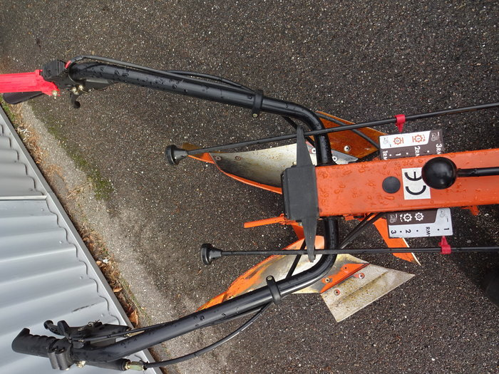 Professionelle Bedienung - Goldoni Profitechnik - einstellbarer Wendeholm für alle Anwendungen geeignet - 3 Gang - Ölbadschaltgetriebe und Rückwärtsgang mit unabhängig zuschaltbarer Zapfwelle
