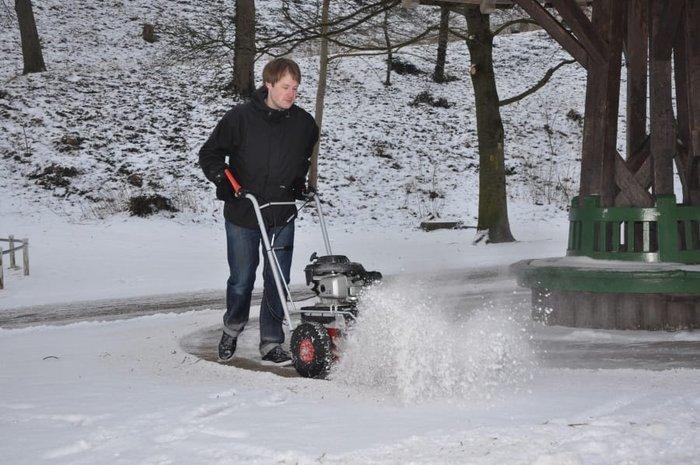 Winterdienst mit der KM 702 HW