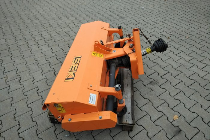 Angebote                                          Kehrmaschinen:                     Iseki - Kehrmaschine KL130/ II (gebraucht, Aktionsangebot!)