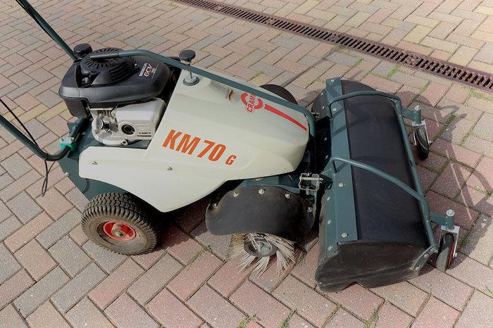 Mieten                                          Kehrmaschinen:                     Cramer - Kehrmaschine KM 70 G (mieten)