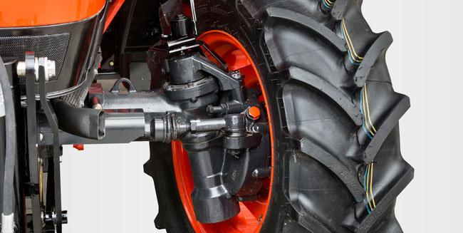 UNGLAUBLICH WENDIG  Die Vorderachse mit doppeltem Kegelradantrieb läuft gekapselt im Ölbad und bietet große Vorteile gegenüber Standardachsen mit Kreuzgelenken. Besserer Lenkeinschlag, höhere Bodenfreiheit, hohe Zuladung und einfache Wartung. Der Wenderadius beträgt nur 3,4 m.