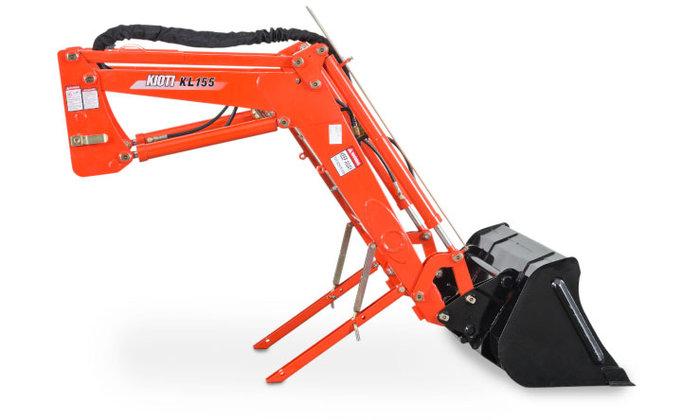 Stark und robust, der KIOTI Frontlader ist speziell für den NX6010 konzipiert. Hubkraft und Abkipphöhe sind auf die vielseitigen Einsatzmöglichkeiten abgestimmt.  Die Sicht auf den Arbeitsbereich ist optimal gewährleistet. Mit dem Joystick können die Bewegungen und die Geschwindigkeit des Laders komfortabel kontrolliert werden. Die Hydraulikfunktionen erlauben die gleichzeitige Bedienung von Schwinge und Schaufel.  KIOTI Frontlader Abstellstützen  EINFACH UND WERKZEUGLOS  Durch die intergrierten Abstellstützen und das Schnellwechselsystem erfolgt der An- und Abbau einfach und werkzeuglos.  Schaufelbreite 1700 mm Hubkraft unten 2132 kg Hubkraft oben 1061 kg Abkipphöhe max. 2794 mm