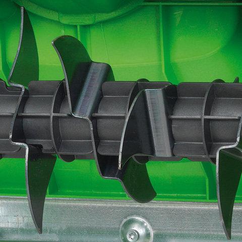 Vertikutiereinheit mit sieben Doppelmessern  Scharfe Messereinheit: mit sieben feststehenden, starren Doppelmessern werden 14 Schnittkanten erzielt. Optimales Arbeitsergebnis bei geringer Motorbelastung.