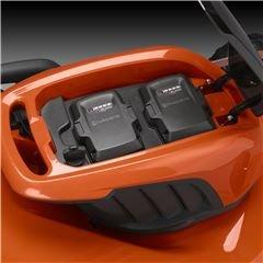 Doppelte Batteriefächer Kontinuierlicher Betrieb mit zwei Batterien bedeutet längere Laufzeit und effizienteres Mähen