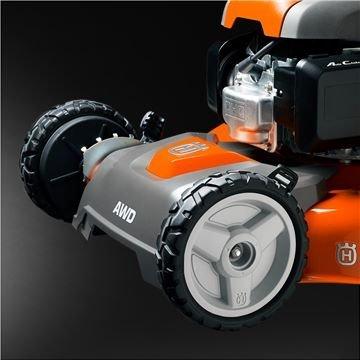 Allradantrieb (AWD) sorgt für eine gute Traktion bei unebenen, nassen und rutschigen Gelände.