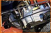 Riemenantrieb mit stufenloser Geschwindigkeitsregelung  Das Radantriebsystem ermöglicht Geschwindigkeiten von 1,6 bis 6,4 km/h.