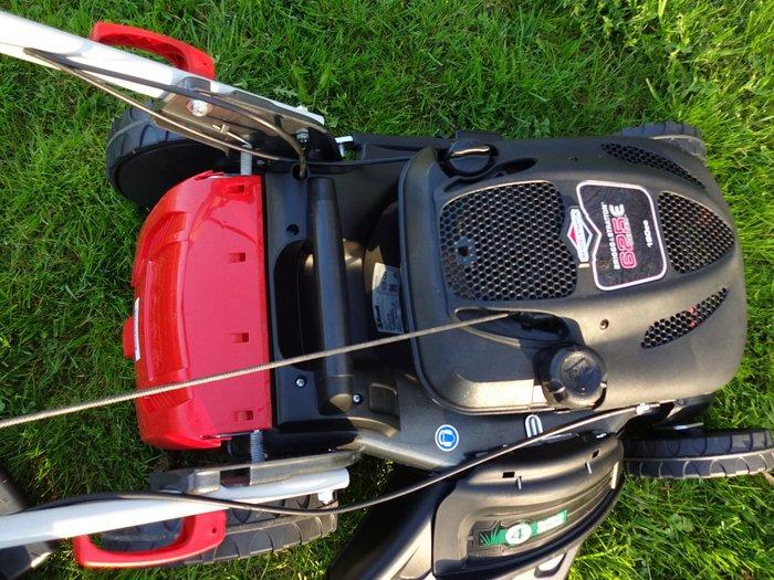 Ovalrohrlenker mit -Bowdenzug-Durchführung und praktisch-komfortabler Schnellklappmechanik