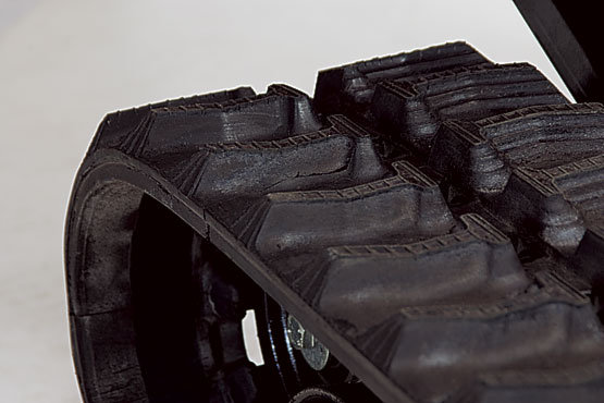 robuste Gummiketten für sicheren Vortrieb auch auf lockerem Boden