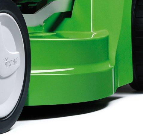 Zentrale Schnitthöhenverstellung  Durch die zentrale Höhenverstellung in fünf Stufen kann die Schnitthöhe schnell und einfach an die Gegebenheiten der Rasenfläche und den Einsatz angepasst werden.