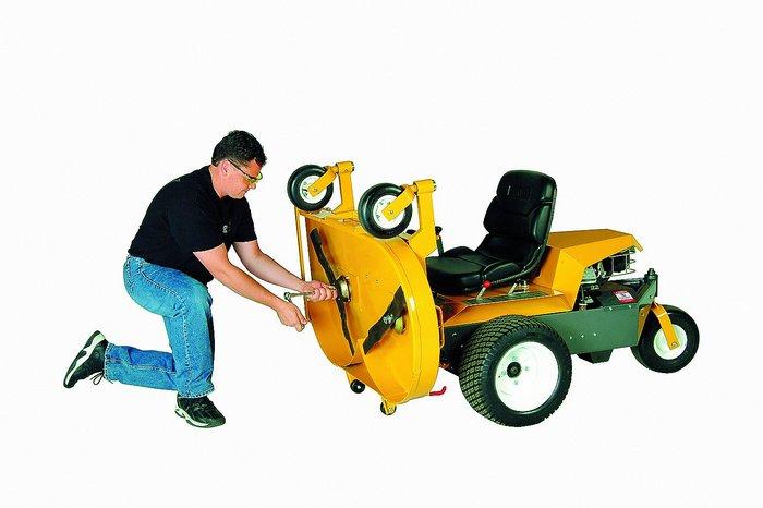 Zum Reinigen oder zur Wartung lässt sich das Mähdeck in wenigen Handgriffen nach oben klappen.