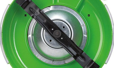 Kurbelwellenschutz  Der Kurbelwellenschutz des MB 4 RTP schützt die Kurbelwelle vor Verformungen und Beschädigungen, etwa beim Überfahren von Baumwurzeln.