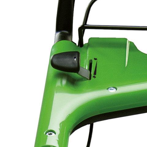 Variable Geschwindigkeitsanpassung  Mit dem Bedienhebel am Griffholm kann die Geschwindigkeit des Radantriebs stufenlos reguliert werden. So ist eine individuelle Anpassung an die Mähgewohnheiten und Grasbedingungen möglich. Speziell beim Mulchen ist eine feine Abstimmung der Antriebsgeschwindigkeit von Vorteil.