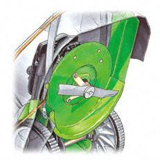 Motorwellenlager: Ein zusätzliches Motorwellenlager im Mähgehäuse schützt vor Beschädigungen der Motorwelle speziell bei Profi-Einsätzen auf Wildwuchswiesen. Zugleich schützt eine Kunstoffabdeckung das Lager vor Verschmutzung und Feuchtigkeit.