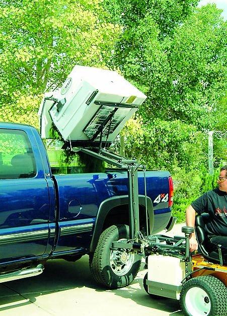 Praktisch zum Verladen des Schnittgutes auf Fahrzeuge zum Abtransportieren: die serienmäßige Hochentleerung.