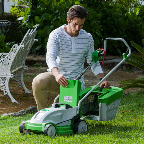 Handlicher Grasfangkorb  Der Grasfangkorb wird beim Mähen optimal befüllt und lässt sich komfortabel entleeren.