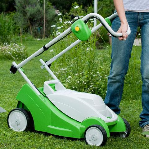 Klappbarer Holm  Dank des klappbaren Holms sind VIKING Rasenmäher schnell und mühelos zu transportieren. Außerdem lassen sie sich auf diese Weise platzsparend aufbewahren.