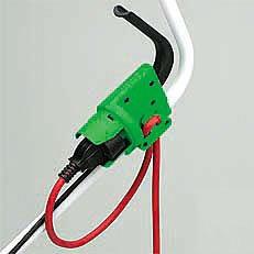 Integrierte Kabelzugentlastung: Die integrierte Kabelzugentlastung fixiert das Verlängerungskabel sicher an der Schalter-Stecker-Kombination der VIKING-Elektro-Mäher.