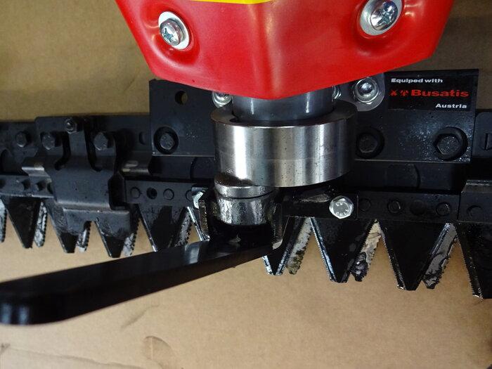 Ölbad-Schaltgetriebe - erkennbar hochwertig - groß dimensionierte AS Antriebsräder garntieren starke, sichere Traktion auf jedem Gelände