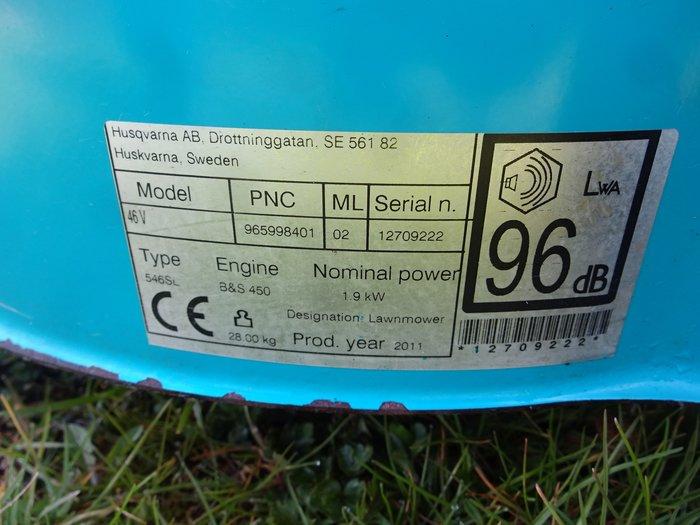 STATT 469,- € Unverbindliche Preisempfehlung inkl. der gesetzlichen MwSt. Jetzt im Lager-Abverkauf stark REDUZIERT NUR 379,- €  Herkules Rasenmäher MLS-46 R5 - Das hochwertig-komfortable Multitalent mit dem perfekten Schnitt in allen Anwendungsvarianten +++ Multifunktionaler Qualitäts-Benzin-Rasenmäher mit starkem Hinterrradantrieb , Kombi, Mulchen + Seitenauswurf + GrasfangHerkules Benzin mit FangkorbRasenmäher Ergonomisch hochklassiger Rasenmäher von Herkules mit leichter Bedienung, leicht zu lenken, komfortabel zu manövrieren = extragroße Traktionsräder sorgen für starken Antrieb und leichtes Manövrieren auf unebenem Gelände  Marke Herkules Motorenhersteller Herkules OHV kW 2.60 / 3,6 PS + Leichtstart + drehmomentstark + gute Laufkultur und günstiger Verbrauch  Arbeitsbreite in cm 46.00 Schnitthöhen in mm 25-75 Höhenverstellung Zentral Fangkorbvolumen 65 l Antrieb Hinterrad Gewicht in kg 34.00 > Hinterradantrieb - Highwheeler > zentrale Schnitthöhenverstellung in sechs Stufen > Füllstandsanzeige > Tragegriff > klappbarer Führungsholm inklusive Mulch-Kit & Seitenauswurf 3 Jahre Garantie auf Herkules Motoren 5in1 Funktion: Gras sammeln, Gras seitlich oder nach hinten auswerfen, Gras mulchen und Laub sammeln