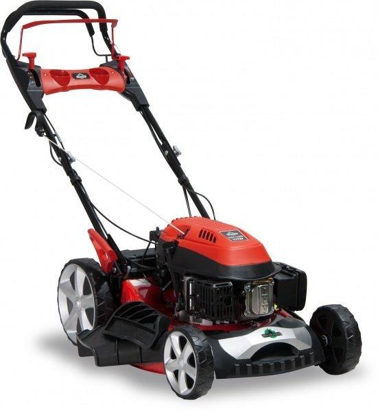 Klasse als Seitenauswerfer unterwegs - wenn das Gras mal höher gewachsen ist - handlich, wendig und mit starkem Antrieb über die besonders groß dimensionierten Hinterräder