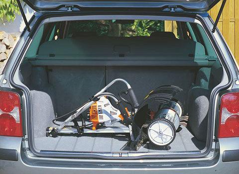 Platzsparender Transport  Das MultiSystem lässt sich auch mit montiertem Werkzeug schnell und einfach zusammenklappen und z.B. im Auto komfortabel transportieren. (Abb. ähnlich)